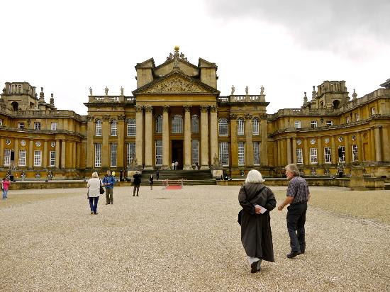 Cotswold Roaming: Phil escorting us to Blenheim Palace.