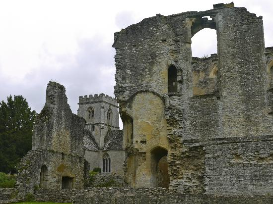 Cotswold Roaming: A Cotswold manor ruin.
