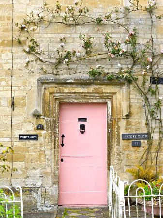 Cotswold Roaming: Charming Cotswold door.