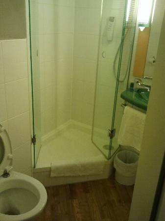 Ibis Köln Centrum Hotel: Bathroom
