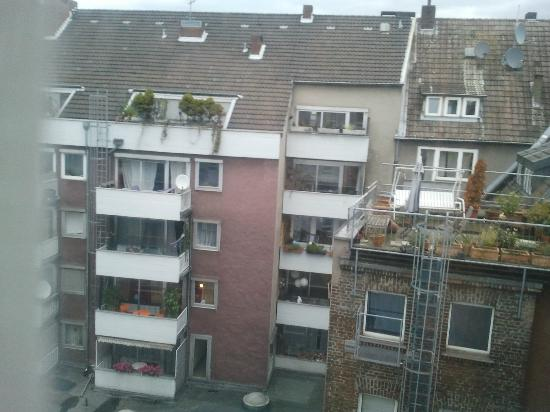 Ibis Cologne Centrum Hotel: Room with a view!