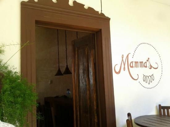 Mamma's : Courtyard entrance