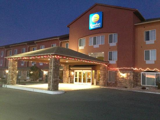 Comfort Inn & Suites Cedar City : Hotel Exterior Evening