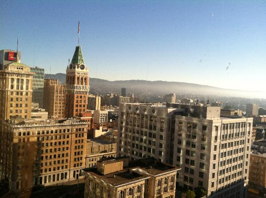 Oakland Marriott City Center: Beautiful view from our room on 19th floor