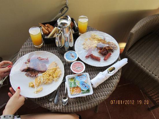 Catalonia Royal Bavaro: Desayuno a la habitacion!