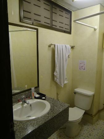 Khaosan Palace Hotel: bathroom