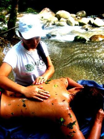 Tamesis, Colombia: Exfoliacion en el Rio