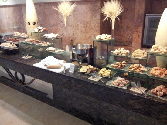 Excellence Playa Mujeres: Buffet breakfast breads and pastries
