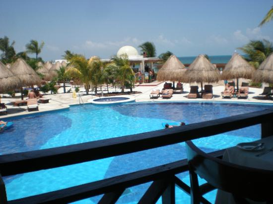 Excellence Playa Mujeres: View over the pool from 'The Grill' restaurant