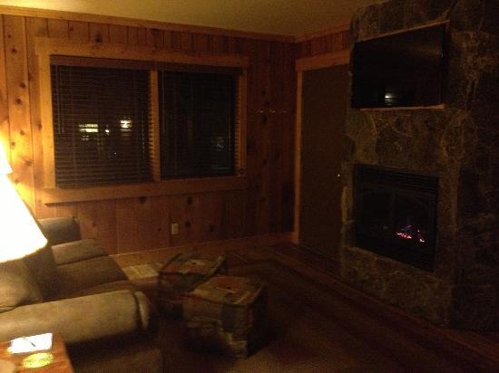Cedar Glen Lodge: Living Area
