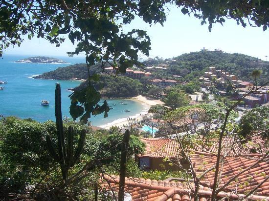 Pousada Santorini: playa joao fernandinio bajando desde la posada