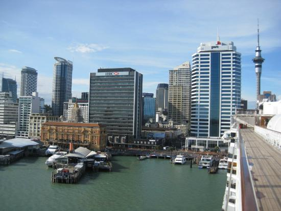 NZBR Day Tours: Auckland is an upscale, very urban city - the largest in New Zealand