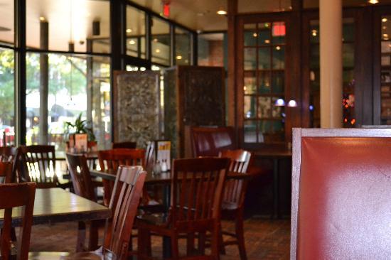 Roger Brown's Restaurant & Sport Bar: Dining Area