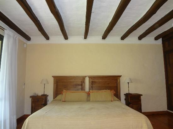Lares De Chacras: Our standard room, complete with wood beams!