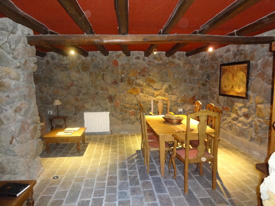 Lares de Chacras: Sitting room in wine cellar