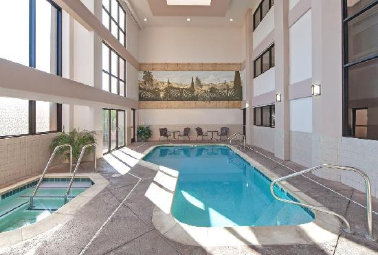 Hawthorn Suites by Wyndham Napa Valley: Indoor Pool/Spa