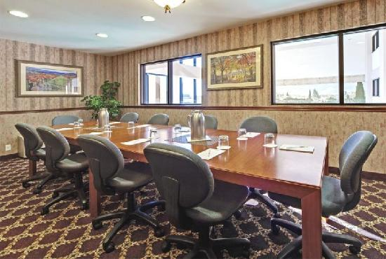Hawthorn Suites by Wyndham Napa Valley: Boardroom Meeting Room