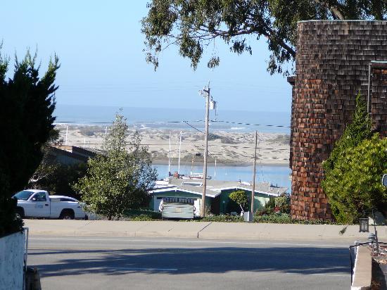 Morro Bay Sandpiper Inn: view from Sandpiper Driveway