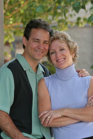 Iris Inn: Innkeepers Greg & Vicki