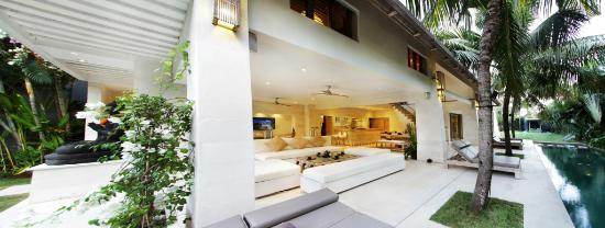Villa Casa Mateo: Open Space lobby and living