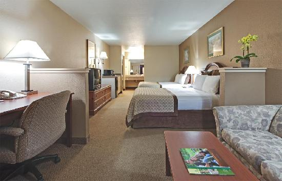 Hawthorn Suites by Wyndham Napa Valley: Double Queen Suite
