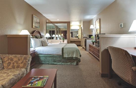 Hawthorn Suites by Wyndham Napa Valley: King Jacuzzi Suite