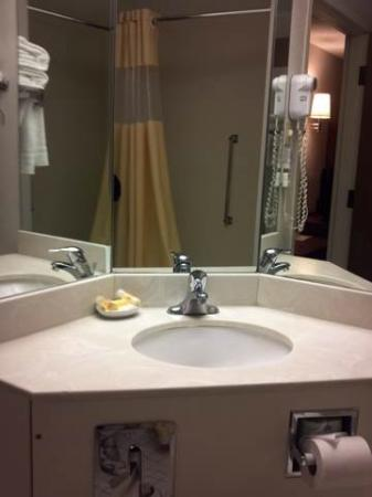 Days Inn Fargo: Bathroom