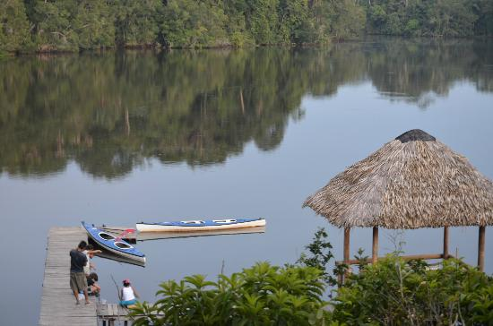 La Selva Amazon Ecolodge: Kayaks on the lake