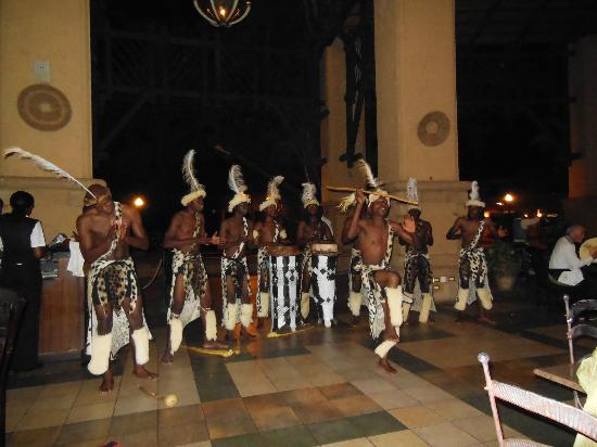 The Kingdom at Victoria Falls: entertainment at dinner