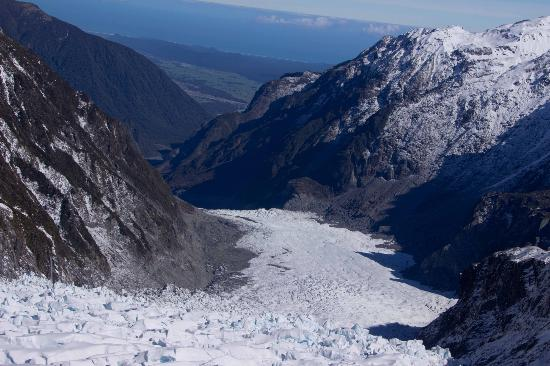 Franz Josef Glacier: Flying off of the Glacier, with the ocean in the distance
