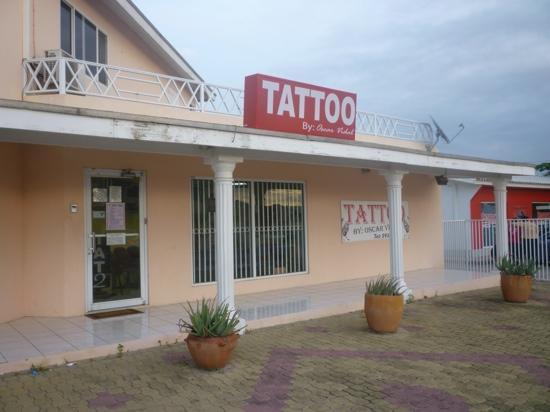 Oscar vidal tattoos oranjestad aktuelle 2018 lohnt for Tattoo shops 24 hours