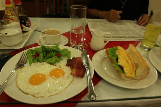 Hanoi Holiday Diamond Hotel: Delicous and nutritious breakfast.