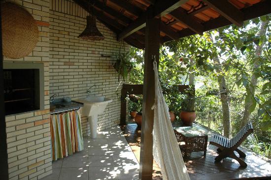 Pousada Vila do Bosque: Varanda e churrasqueira
