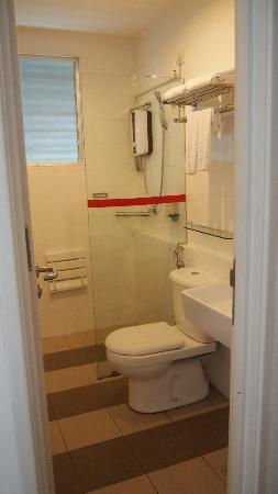 One-Stop Serviced Residence & Office: Master Bedroom Toilet