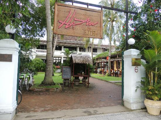 Entrance to Ha An Hotel