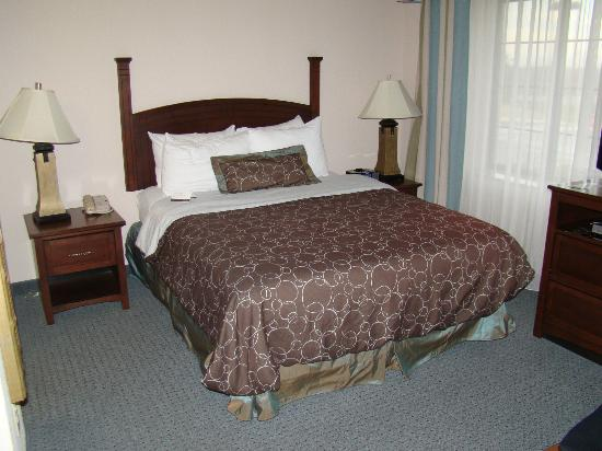 Staybridge Suites Wilmington - Brandywine Valley: Comfortable bed