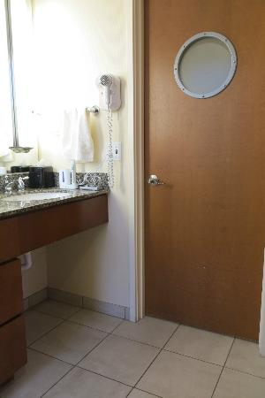 Watertown Hotel - A Piece of Pineapple Hospitality: 2-queen studio: yes we do have a porthole!