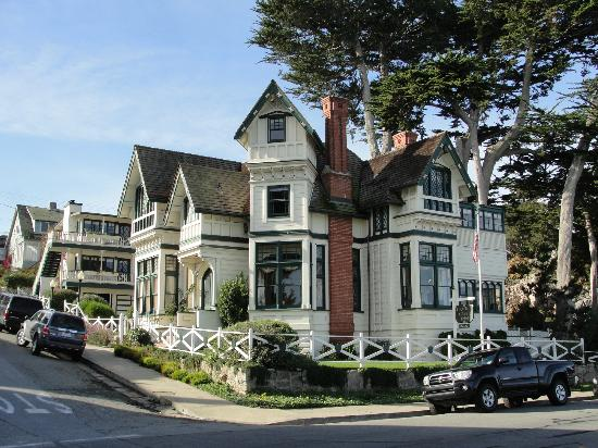 Green Gables Inn, A Four Sisters Inn: Green Gables Inn from shore line