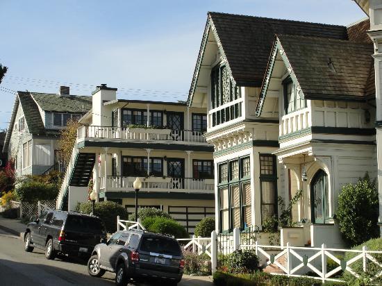 Green Gables Inn, A Four Sisters Inn: Inn with Cottage Rooms Behind