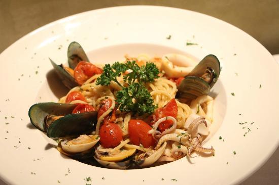 Cefalu Restaurant: Cefalù Restaurant - Surin Beach
