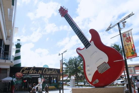 Forum by the Sea : La famosa guitarra del HardRock Café
