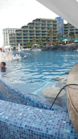 Hard Rock Hotel Cancun: Infinity Pool