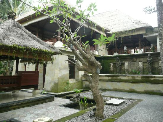 The Ubud Village Resort & Spa: Reception area