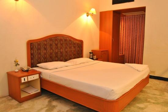 Hotel Atchaya: Standard Double bed