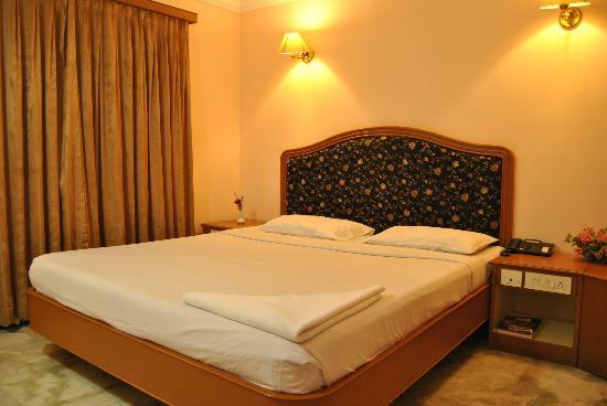 Hotel Atchaya: Suite Bed room