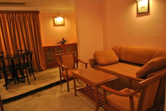 Hotel Atchaya: Suite Living room