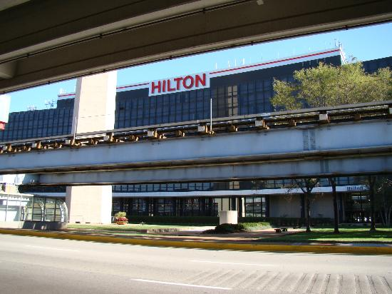 Hilton Chicago O Hare Airport View From Al Car Shuttle Pickup