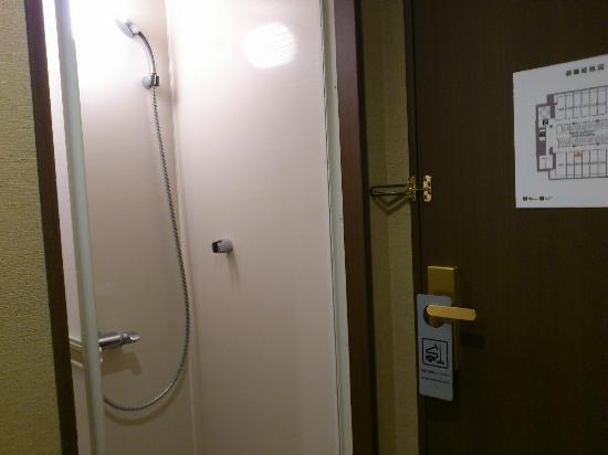 神戸ハーバーランド温泉 万葉倶楽部, 小さいながらもシャワーもありました