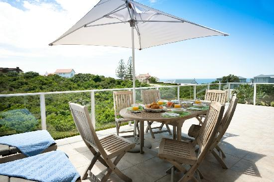 Anlin Beach House: Breakfast on patio of Luxury apartment