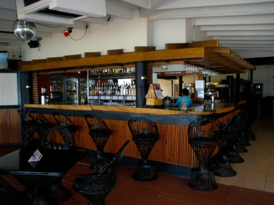 Fiji Hideaway Resort & Spa: the bar